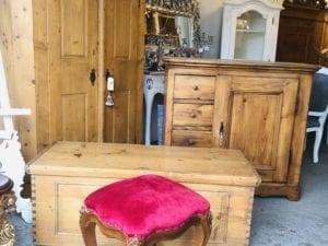Antike & Alte Möbel